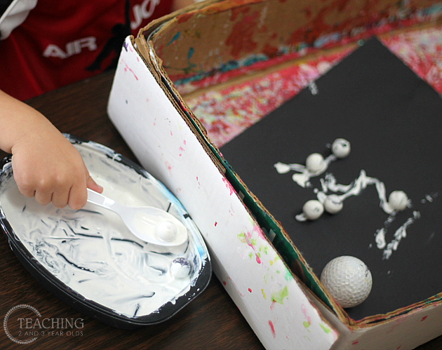Learning about day and night can involve some fun activities with preschoolers. We explored books, sorting activities, a black and white sensory bin, and 2 fun art activities during this theme!