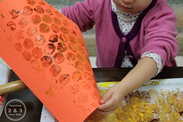 How to Use Bubble Wrap for a Fun Toddler Fall Art Activity