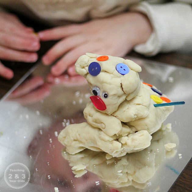 Playdough Snowmen - Fun for toddlers and preschoolers! Teaching 2 and 3 Year Olds