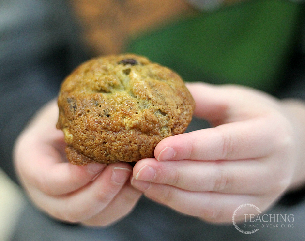 Easy Chocolate Chip Banana Muffins - Cooking with Kids
