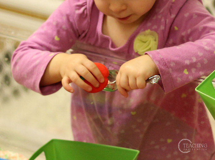 Here's a Quick Way to Put Together a Fall Sensory Bin