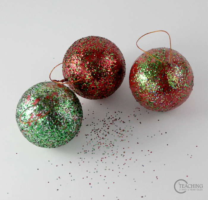 Super Easy Toddler Ornament with Glitter