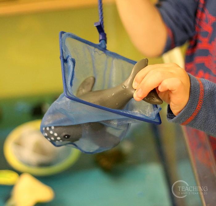 Super Simple Toddler Ocean Sensory Bin