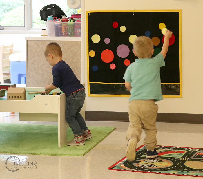 How to Put Together a Simple Toddler Circle Activity that Gets them Moving!