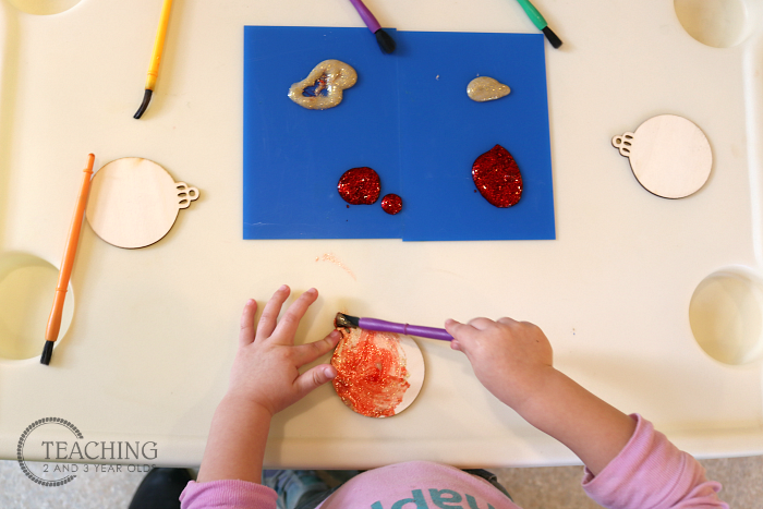 How to Make a Preschool Christmas Ornament that Makes a Nice Gift