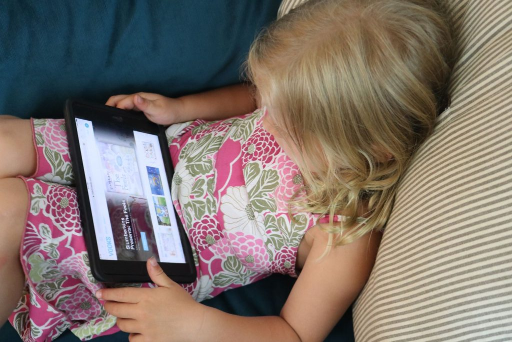 Learn how to encourage toddler literacy skills using Vooks, an educational service providing a library of video-books to watch with your children. Includes a free year-long membership offer! #toddlers #preschool #literacy #books #reading #age2 #age3 #teachers #teaching2and3yearolds